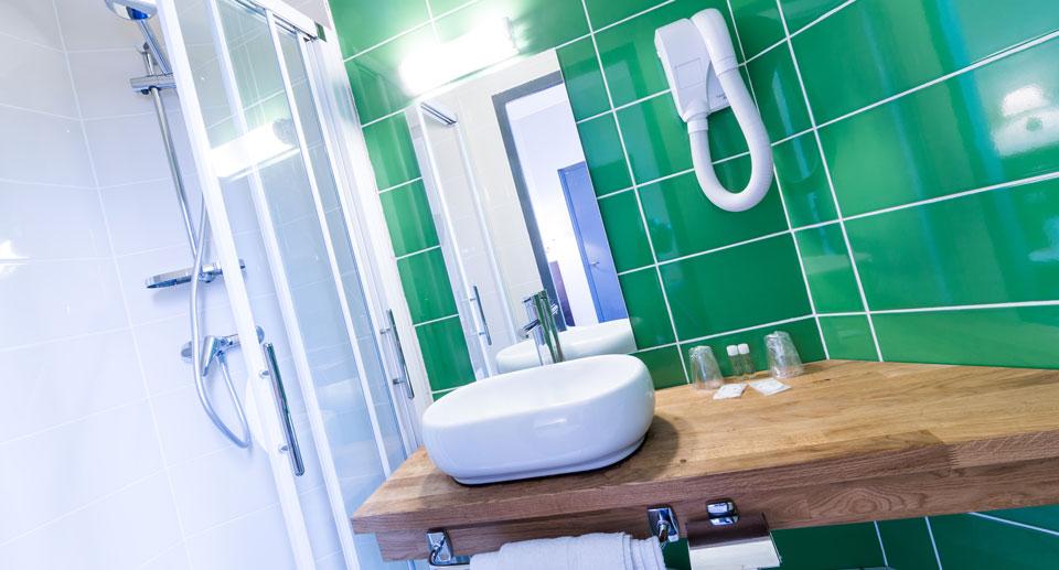 hotel-astrid-rouen-gare-centre-ville-gueret-1880-4-salle-de-bain-verte-960x517