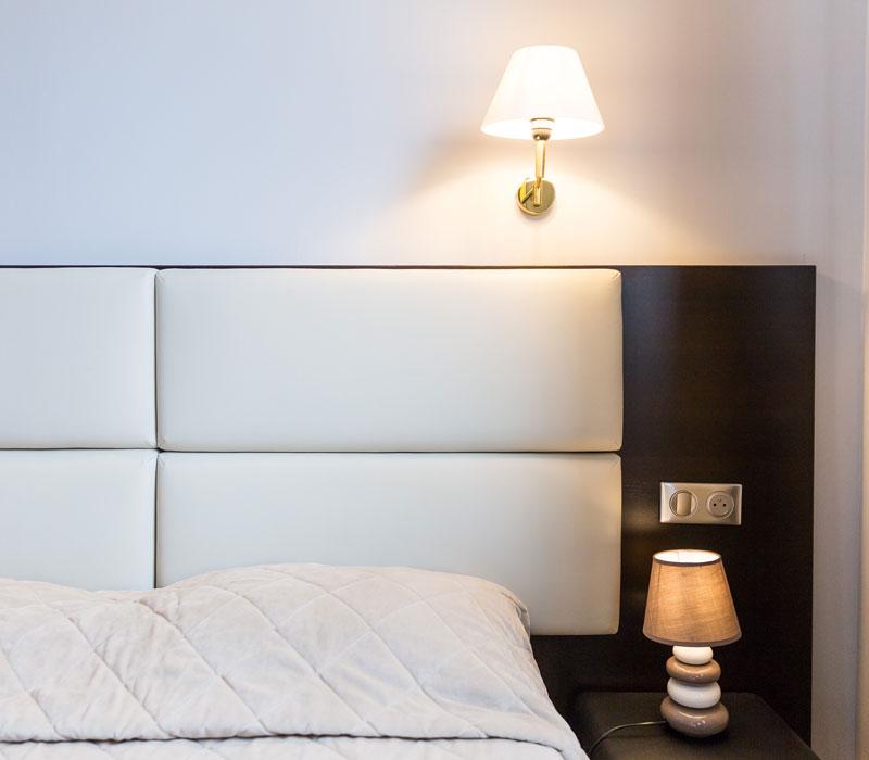 hotel-astrid-rouen-gare-centre-ville-gueret-1880-22-galerie-chambre-grand-lit-800x700
