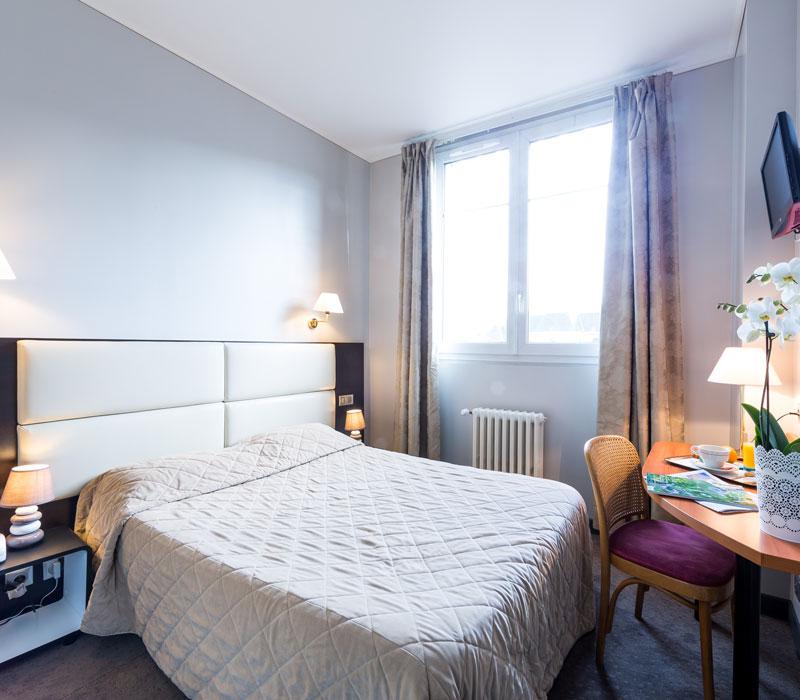 hotel-astrid-rouen-gare-centre-ville-gueret-1880-25-galerie-chambre-grand-lit-800x700