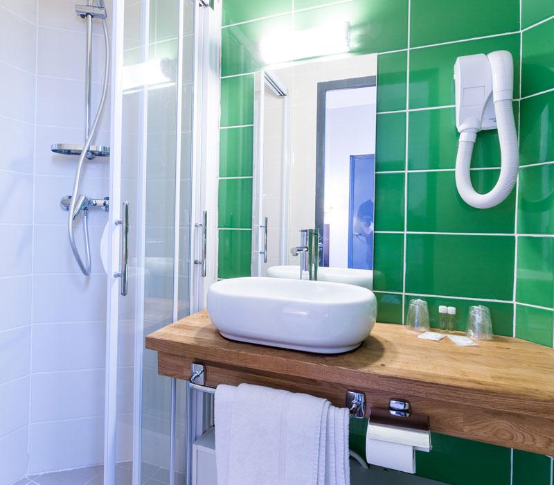 hotel-astrid-rouen-gare-centre-ville-gueret-1880-26-galerie-salle-de-bain-verte-800x700