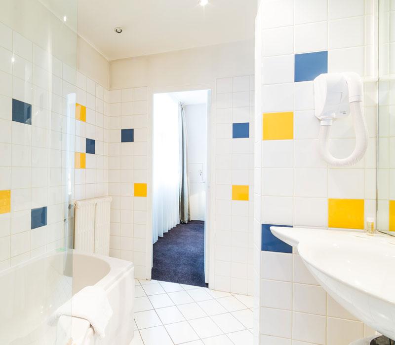 hotel-astrid-rouen-gare-centre-ville-gueret-1880-29-galerie-salle-de-bain-mosaique-800x700