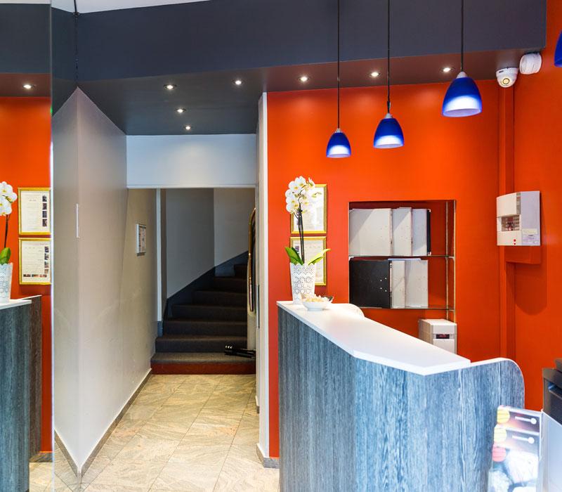 hotel-astrid-rouen-gare-centre-ville-gueret-1880-31-galerie-hall-reception-accueil-800x700